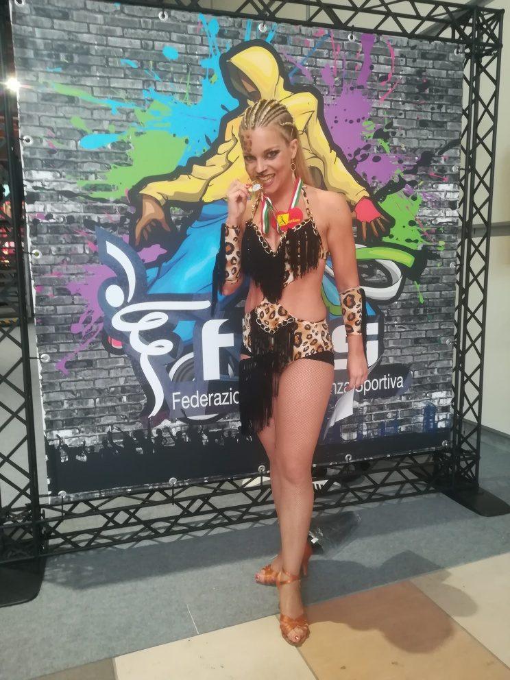 Sara Lauri - Caribbean Show Dance